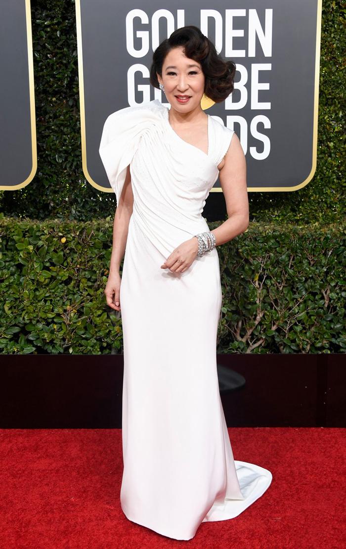 Sandra Oh veste Versace